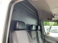VOLKSWAGEN CRAFTER CR35 MWB HIGH ROOF 2.0 TDI BLUE TECH *6 SPEED!!! - 1310 - 14